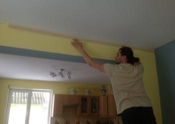 Фото натяжных потолков №Монтаж потолочного плинтуса для натяжного потолка