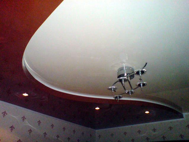 Фото натяжных потолков №бордовый натяжной потолок