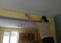 Фото Монтаж потолочного плинтуса для натяжного потолка