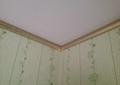 Фото Отделка натяжного потолка плинтусами