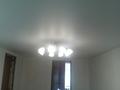 Натяжной потолок с потолчной люстрой