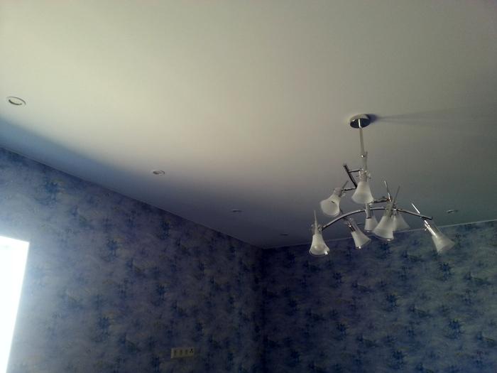 Фото натяжных потолков №Натяжной потолок с люстрой