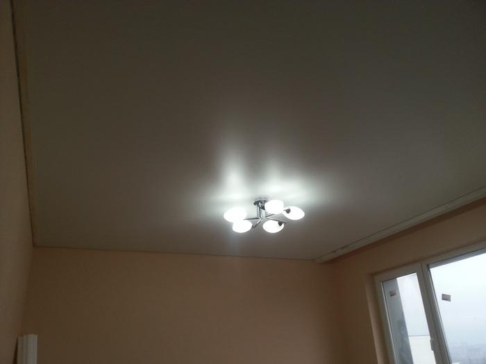 Фото натяжных потолков №Тканевый натяжной потолок в комнате